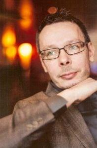 """Jari Vuorenmaa toimii kouluttajana projektipäällikkökoulutuksessa """"Projektipäällikön vaikuttamis- ja neuvottelutaito""""."""